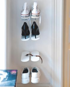 Do you have a small hall? Position your shoe shelves vertically to maximise the space! ✨ #mazeinterior #interior #interiorideas #shoeshelves #shoes #shelves #interiordesign #scandinaviandesign