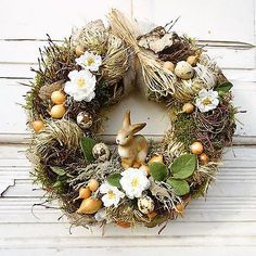 60 Easy DIY Easter Wreaths & Door Decorations You'd be Itching to Try Right Now – Hike n Dip St. Patrick's Day Diy, Diy Spring Wreath, Spring Crafts, Diy Osterschmuck, Easy Diy, Diy Ostern, Diy Easter Decorations, Easter Crafts For Kids, Christmas Deco