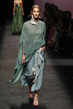 Marcos Luengo Primavera verano 2020 - Desfile Primavera verano Sep 11 , ✤ ❀‿❀ ✫❁`✿ ~⊱✿ ღ~❥~✿ ༺✿༻♛༺ ♡⊰~♥⛩ ⚘☮️❋ Fashion Mode, Minimal Fashion, Fashion 2020, Look Fashion, Couture Fashion, Runway Fashion, Fashion Show, Womens Fashion, Fashion Trends