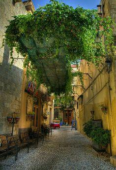 Rhodes Old Town Alley, Greece Beautiful Streets, Beautiful Places, Places To Travel, Places To See, Greece Rhodes, Myconos, Greece Islands, Florida Beaches, Greece Travel