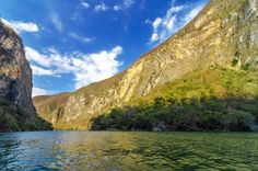 Guide to the Sumidero Canyon in Chiapas, Mexico.  About Sumidero Canyon A few miles east of Tuxtla Gutierrez is the spectacular Cañon Sumidero, (Sumidero Canyon) created by the mighty Rio Grijalva which runs northwards through it.  Before the completion of the dam here, the canyon's walls were