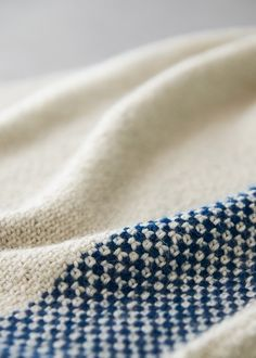 The elegant woven look of our Seamed Wrap comes from one of our all-time favorite stitch patterns, the linen stitch. Knitting Stitches, Knitting Patterns Free, Stitch Patterns, Crochet Patterns, Slip Stitch Knitting, Free Pattern, Floral Patterns, Canvas Patterns, Textile Patterns