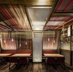 """Um restaurante de gastronomia contemporânea com uma arquitetura que expressa a essência do lugar. O """"Restaurante Pakta"""" fica em Barcelona, e tem mais detalhes no link."""