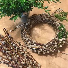 Spring wreath of catkins and box twigs - Lilly is Love Sheep And Wool Festival, Easter Table Settings, Branch Decor, Picture Gifts, Wreath Crafts, Easter Wreaths, Decoration Table, Spring Crafts, Easter Crafts