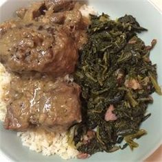 A soul food blast from the past, this is an old family recipe. Oxtails are slowly simmered, producing a savory broth that then makes a delicious gravy. Oxtail Recipes Easy, Jamaican Recipes, Meat Recipes, Crockpot Recipes, Dinner Recipes, Cooking Recipes, Dinner Ideas, Cooking Games, Recipies