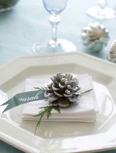 Beautiful White Christmas Wedding Theme 32 Silver And White Winter Wedding Ideas Weddingomania Christmas Place Cards, Christmas Table Settings, Christmas Tablescapes, Christmas Table Decorations, Wedding Table Settings, Noel Christmas, Christmas Wedding, Winter Christmas, Place Settings