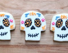 These 'Coco'-Inspired Sugar Skull Cookies Make the Perfect Treats Coco Disney, Disney Pixar, Disney Food, First Birthday Parties, Boy Birthday, First Birthdays, Birthday Ideas, Royal Icing Cookies, Sugar Cookies