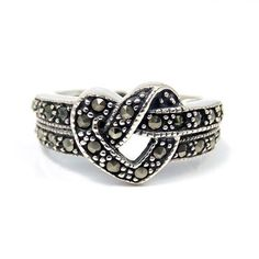Beautitul Heart Knot Marcasite .925 Silver Ring