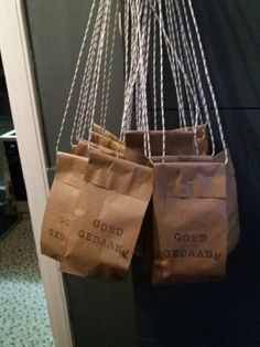 Goed gedaan! 4-daagse traktatie zakjes Paper Shopping Bag, Decor, Corona, Paper, Decoration, Decorating, Deco