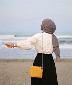 The scarf is the central item inside attire of females using hijab. Muslim Fashion, Modest Fashion, Hijab Fashion, Fashion Art, Fashion Outfits, Hijabi Girl, Girl Hijab, Hijab Outfit, Alhamdulillah