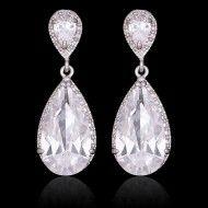 Cercei lungi, eleganti de mireasacercei lungi cu cristale si transport inclus http://www.bijuteriifrumoase.ro/cumpara/cercei-lungi-eleganti-de-mireasa-1440