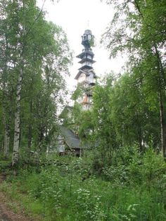 More on the Dr Seuss house in Willow Alaska from barnorama.com