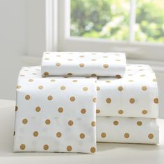 Gold dotted sheet set http://rstyle.me/n/i396mnyg6
