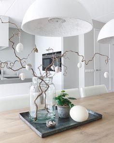 17 farmhouse spring decor ideas for your home inspiration Tray Decor, Decoration Table, Living Room Decor, Bedroom Decor, Decoration Christmas, Easter Decor, Deco Floral, Deco Table, Diy Home Decor