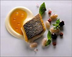 Il n'y a pas que le vendredi pour déguster une belle assiette de poisson ! ;) (Eleven Madison Park) L'art de dresser et présenter une assiette comme un chef de la gastronomie... http://www.facebook.com/VisionsGourmandes Participez également au Club en partageant vos réalisations personnelles… https://www.facebook.com/groups/VisionsGourmandesLeClub/ . > Photo à aimer et à partager ! ;) #gastronomie #gastronomy #chef #presentation #presenter #decorer #plating #recette #food #dressage #assiette…
