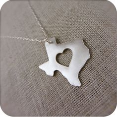 Texas James Avery pendant- says the previous pinner. This however is NOT James Avery. I'm a James Avery pro. (Well I've got enough of it!) however it's still fn cute and I want it! Texas Necklace, State Necklace, James Avery Rings, Texas Pride, Southern Pride, Texas Forever, Loving Texas, Texas Homes, Texas Western