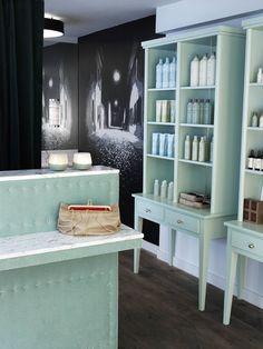 foorni.pl   Salon fryzjerski INCH, półki na kosmetyki