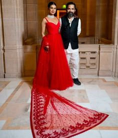 Priyanka Chopra In Christian Dior & Sabyasachi - Hindu Wedding Reception - Red Carpet Fashion Awards Bollywood Wedding, Bollywood Girls, Bollywood Fashion, Priyanka Chopra Dress, Priyanka Chopra Wedding, Reception Suits, Wedding Reception, Wedding Dress, Indian Dresses