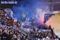 Wir stehen direkt vor der schwarz-rot-goldenen Fahne links im Bild (die zwei Blondies *g*) #hertha    Dynamo Dresden - Hertha BSC 02.03.2013