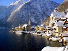 Durante el invierno, Hallstatt se convierte en una de esas ciudades típicas de las postales navideñas, lo único que le falta son los brillos dorados. Es una ciudad verdaderamente hermosa.