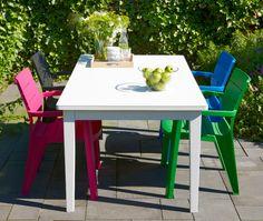 Leuk idee: stoelen rondom de tuintafel in alle kleuren van de regenboog! #garden #allibert