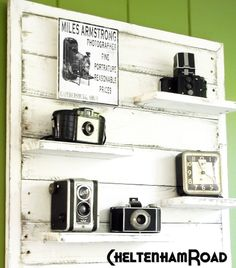 DIY: Turn Pallet into a Wood Display Shelf * looks great displaying these vintage cameras * Source by northrose Pallet Crafts, Diy Pallet Projects, Wood Projects, Wooden Pallet Furniture, Wooden Pallets, Pallet Wood, Pallet Patio, Pipe Furniture, Furniture Vintage