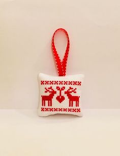 This beautiful ornament could make a great gift or a nice decoration on your Christmas tree. Cross Stitch Christmas Ornaments, Xmas Cross Stitch, Cross Stitch Cards, Simple Cross Stitch, Christmas Embroidery, Christmas Cross, Cross Stitching, Cross Stitch Embroidery, Cross Stitch Designs