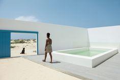 House in Estoril Beach / José Adrião Arquitectos, © Nuno Almendra Contemporary Architecture, Architecture Design, Concrete Facade, Cape Verde, Courtyard House, Detached House, Exterior Design, Villa, House Design