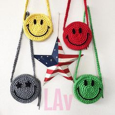 Ai♡さんはInstagramを利用しています:「息子用スマイルポシェット☺︎いつもポケットにオモチャを入れて歩く息子w服に合わせて選べるようにカラフルに♡星型大変だった(´Д`…」 Free Crochet Bag, Cute Crochet, Crochet Crafts, Crochet Projects, Crochet Handbags, Crochet Purses, Crochet Motifs, Crochet Patterns, Crochet Flip Flops
