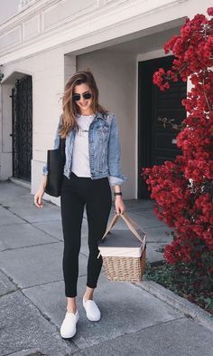 43 Simple and Casual Airport Outfit Ideas and Style # Casual Summer Outfits, Simple Outfits, Spring Outfits, Casual Wear, Cute Outfits, Casual Ootd, Dress Casual, Casual Sneakers Outfit, Women Casual Outfits