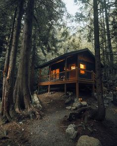 "How awesome is this tiny cabin in Mt. ""Nestled in the forest 15 minutes from the base of Mt. Hood, the Rhododendron cabin was… Tiny Cabins, Tiny House Cabin, Log Cabin Homes, Cabins And Cottages, Tiny House Living, Log Cabins, Forest Cabin, Forest House, Cabin In The Woods"