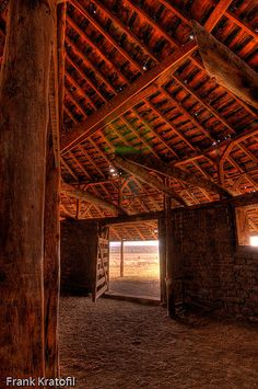 round barns, I have always wanted to see the inside of a round barn, here's a glimpse