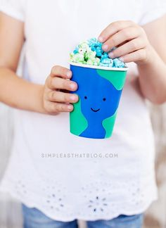 Easy Earth Day Treat Cups with a delicious recipe for earth day popcorn.