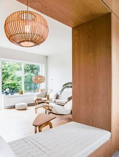 En åben siddeplads forbinder køkken og stue. Det er meget bedre end en halvhøj væg som er den gængse løsning!