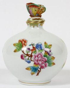 HEREND 'QUEEN VICTORIA' PORCELAIN PERFUME BOTTLE : Lot 81412