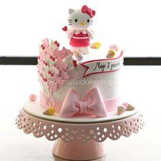 . Torta Hello Kitty, Hello Kitty Cupcakes, Hello Kitty Birthday Theme, Birthday Cake Girls, Anniversaire Hello Kitty, Friends Cake, Sugar Cake, Character Cakes, Cute Cakes