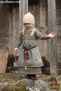 That is just so cute. The Rainmaker by *VendelRus on deviantART--viking child! I am so going to dress my baby up as a viking! Viking Baby, Viking Men, Viking Life, Costume Viking, Viking Dress, Medieval Costume, Norse Clothing, Medieval Clothing, Kids Clothing