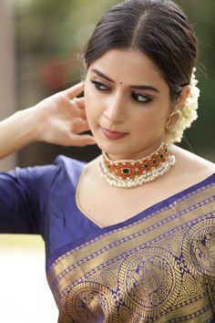 Ashika Ranganath Why not there is no girls for wedding? Beautiful Girl In India, Beautiful Girl Image, Most Beautiful Indian Actress, Beautiful Saree, Beautiful Actresses, Beauty Full Girl, Beauty Women, Bhavana Actress, Saree Hairstyles