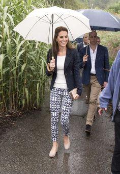 Kate Middleton Photos Photos - Catherine, Duchess of Cambridge visits the Eden…