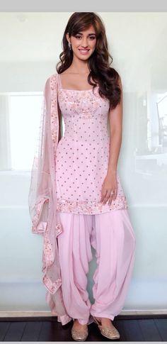 Disha Patani is Indian Bollywood actress and model. Disha works in Hindi and Telugu movies. Disha patani born in bareilly 13 June, Wallpapers, Photos. Designer Kurtis, Indian Designer Suits, Designer Dresses, Dress Indian Style, Indian Dresses, Indian Outfits, Patiala Dress, Punjabi Dress, Punjabi Suits