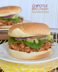 Chipotle BBQ Chicken Sandwiches from www. - spicy barbecue chicken sandwiches for an easy and delicious dinner Bbq Chicken Sandwich, Barbecue Chicken, Chipotle Chicken, Chicken Wraps, Sandwiches, Empanadas, Dinner Menu, Dinner Recipes, Dinner Ideas