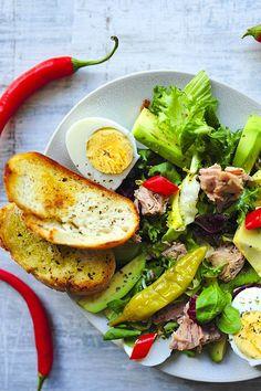Sałatka z tuńczykiem i awokado Coleslaw, Salmon Burgers, Avocado Toast, Cobb Salad, Potato Salad, Potatoes, Breakfast, Ethnic Recipes, Food