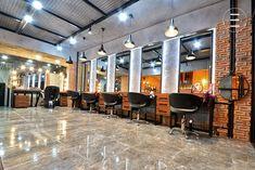 Scaune de coafor profesionale si rezistente pentru saloane moderne Salon Interior Design, Craft Videos, Barber Shop, Conference Room, Spa, Modern, Table, Furniture, Home Decor