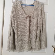 Cream colored shawl Worn once. Size 26/28 Fashion Bug Accessories Scarves & Wraps
