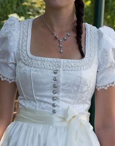 Dirndl, Brautdirndl - This is a dress but I remember when peasant tops were the rage. Dirndl Dress, Bridal Gowns, Wedding Dresses, Fashion Fabric, Historical Clothing, White Fashion, Bridal Collection, Traditional Outfits, The Dress