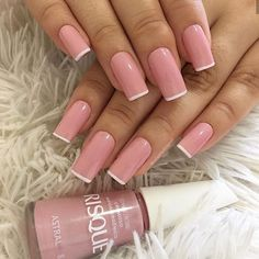 Such a pretty pink with white tips! Good idea for back to school nails. Such a pretty pink with white tips! Good idea for back to school nails. Classy Nails, Stylish Nails, Dipped Nails, Best Acrylic Nails, Pretty Nail Art, Dream Nails, Powder Nails, French Nails, French Manicures