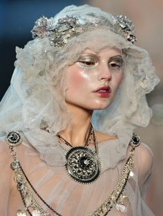 Styling and make-up ideas.wedding shoot
