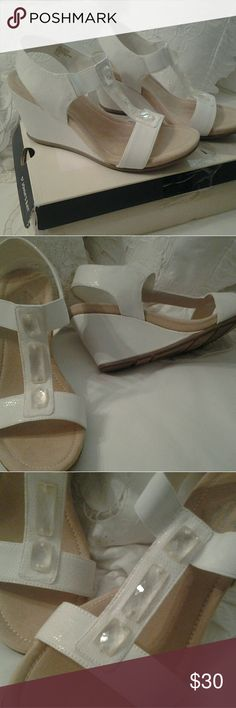 ST. JOHN'S BAY, NEW LADIES  WHITE SANDALES  SIZE 7 I HAVE A GREAT PAIR OF ST. JOHN'S BAY,   WHITE JEWEL SANDALES  FOR SALE.  THEY ARE SIZE  7  MEDIUM , BRAND NEW, NEVER WORN.  CLASSIC  CRAFTED, WEDGE STYLE  THEY WOULD GO WITH ANYTHING YOU HAVE, VERY VERSITILE.  CLEAR JEWEL STONES ON TOP OF SANDAL  ANY QUESTIONS, PLEASE ASK. St. JOHN'S BAY  Shoes Sandals
