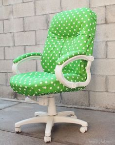 DIY - Transform your desk chair. Love this, and definitely need to do it since we have the ugliest desk chair imaginable. Furniture Makeover, Diy Furniture, Chair Makeover, Diy Projects To Try, Home Projects, Do It Yourself Baby, Do It Yourself Inspiration, Do It Yourself Furniture, Old Desks