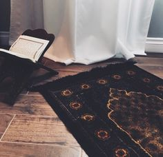 Learn Quran Academy is a platform where to Read Online Tafseer with Tajweed in USA. Best Online tutor are available for your kids to teach Quran on skype. Mecca Wallpaper, Quran Wallpaper, Islamic Quotes Wallpaper, Islamic Girl, Islamic Prayer, Prayer Mat Islam, Islamic Images, Islamic Pictures, Allah Islam